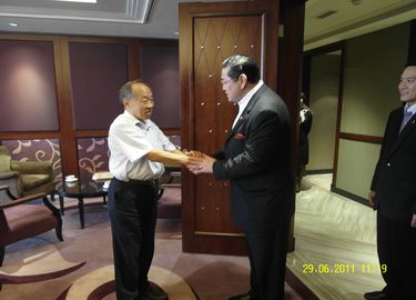 ศาสตราจารย์ ดร.สุรเกียรติ์ เสถียรไทย และคณะ ได้เข้าเยี่ยมคารวะ ฯพณฯ หลี่เส้าชิง