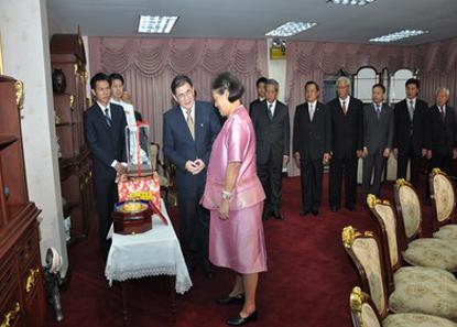นำ MR.QIU JIN อธิการบดีมหาวิทยาลัยหัวเฉียวเมืองเซียะเหมิน สาธารณรัฐประชาชนจีน และคณะเข้าเฝ้าฯ สมเด็จพระเทพรัตนราชสุดาฯ สยามบรมราชกุมารี